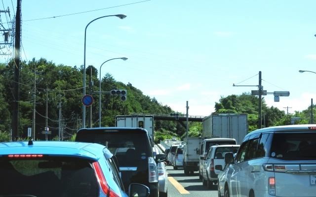 お盆休み2017年東名高速渋滞予想のピークはいつ?回避はできる?