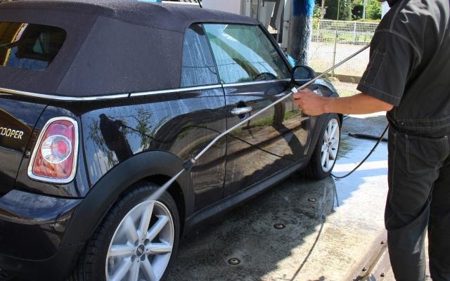 タイヤを洗車
