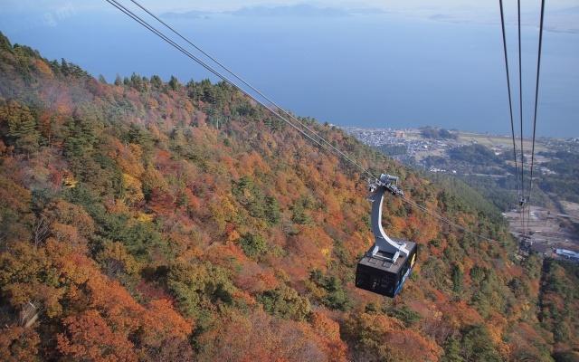 琵琶湖の紅葉はクルーズ船で満喫だ!京都からのアクセスも便利だよ♪