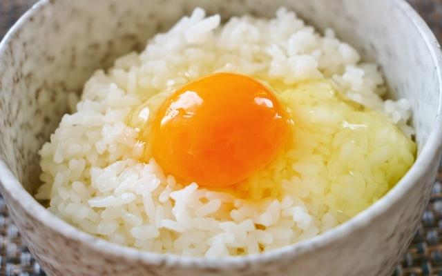 たまごかけご飯の食べ方は4つの内科学的にコレ♪トッピングやアレンジは?