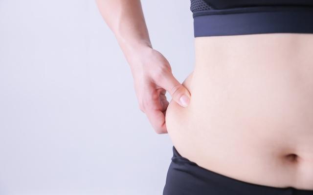 短期間でぽっこりお腹を解消して痩せたい!腹筋はアウトなの?