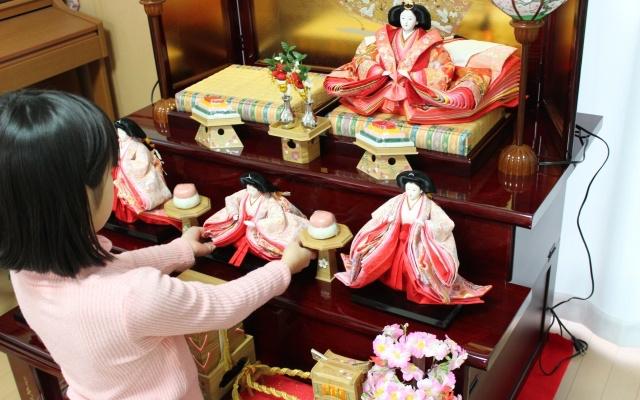 雛人形の飾り方の向きには決まりがある!関東と関西の違いって?
