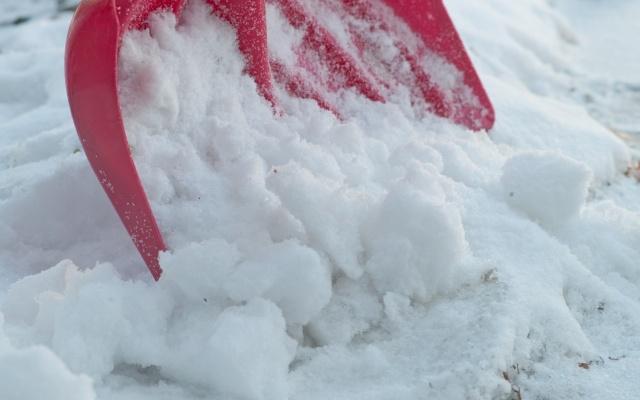 雪かきのスコップ