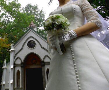 神父と牧師の違いはなんなのか!?結婚式で見かけるのはどっち?